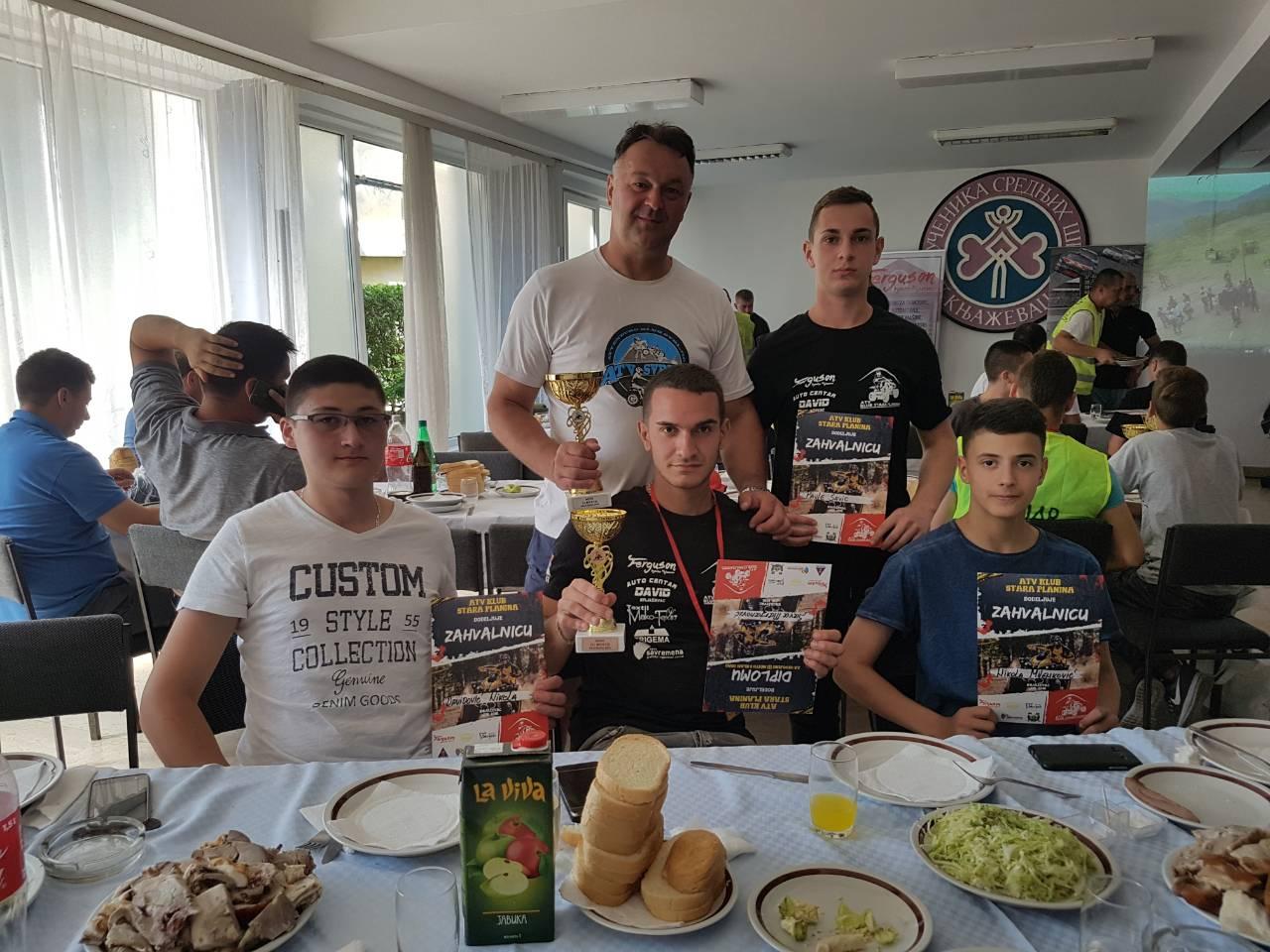 Uspešni vozači svrljiškog ATV kluba na kros avanturi u Knjaževcu
