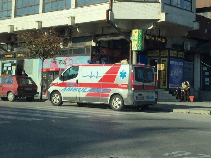 Hitna pomoć na pešačkom prelazu, foto: K. L. / Svrljiške novine