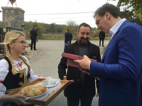 Vlasnik vinarije dobio ćerku 15 minuta pre nego što je Vučić došao kod njega