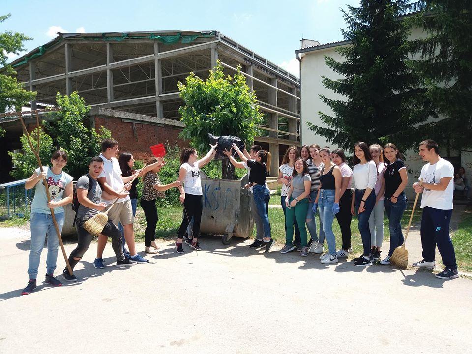 UČENICI POSLALI PORUKU: Više kanti za smeće za čistiji Svrljig
