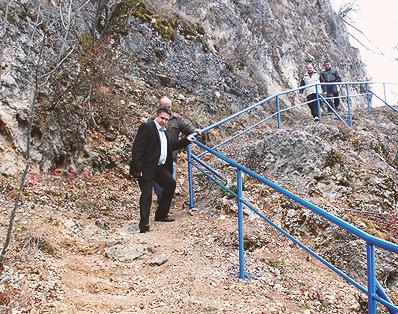 Izgrađena ograda i stepenice do pećine