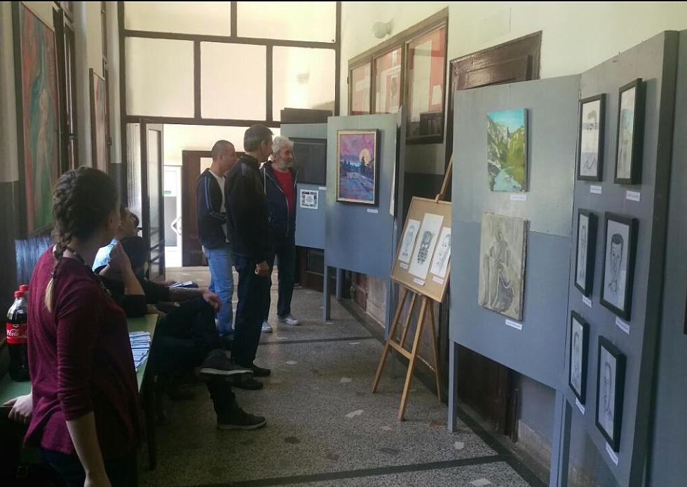 Održana izložba slika mladih svrljiških slikara