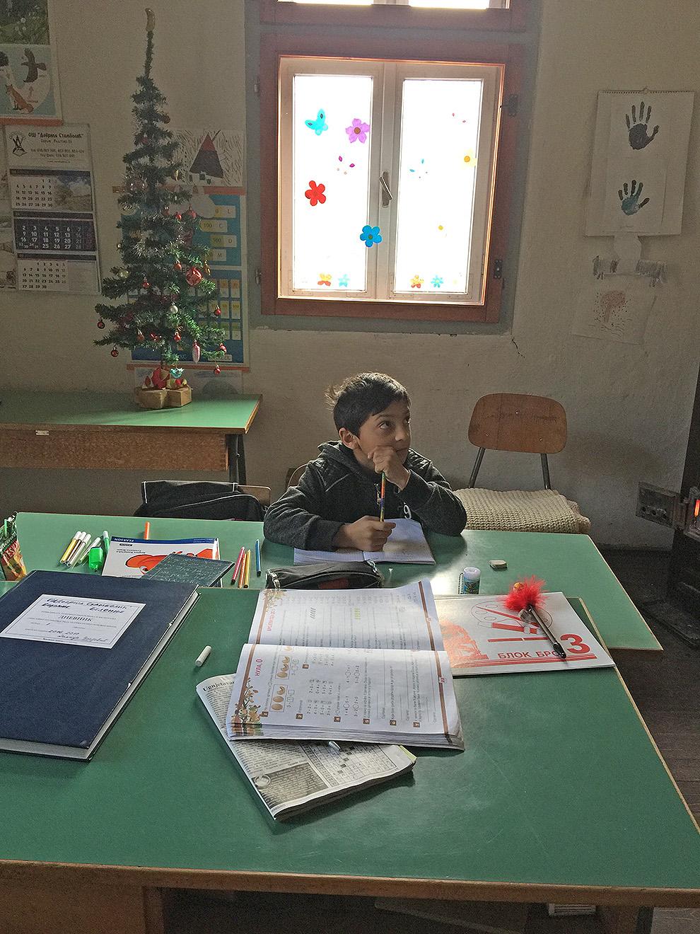 jedan djak cuva skolu
