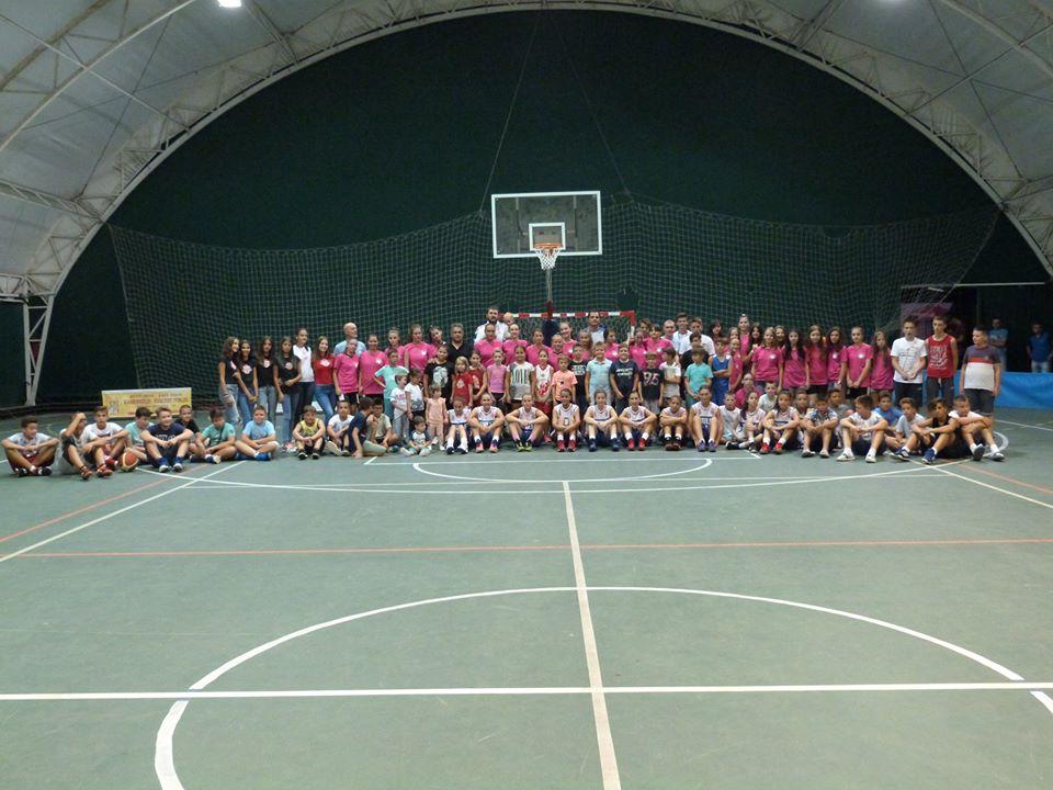 SVAKA ČAST! Na stotine dece iz cele Srbije na letnjem košarkaškom kampu u Svrljigu