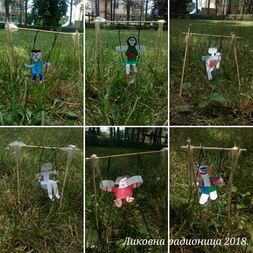 Svrljiška deca počela da crtaju ljuljaške i klackalice jer su im u parku polomili prave…