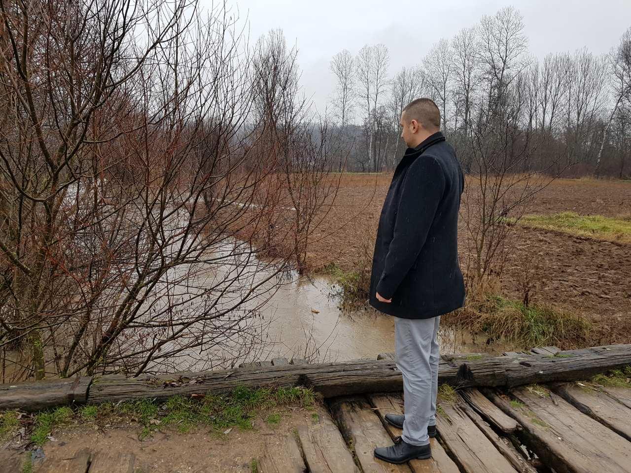 Marković obilazi teren, foto: M.K. / Svrljiške novine