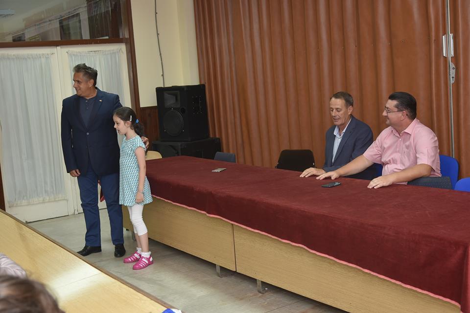 Miletić sa decom OŠ ''Dobrila Stambolić'', foto: B. Gojković