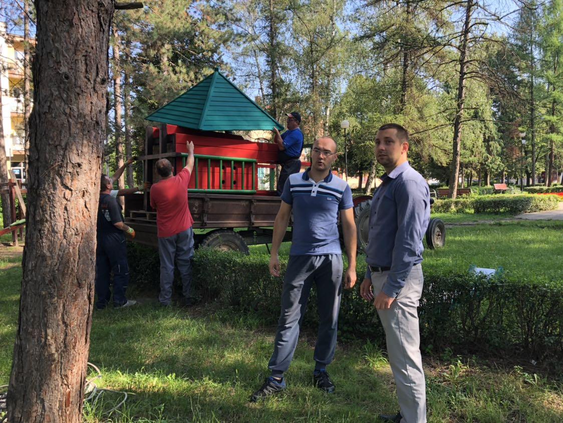 Marković obišao radove na rekonstrukciji mobiljara u parku