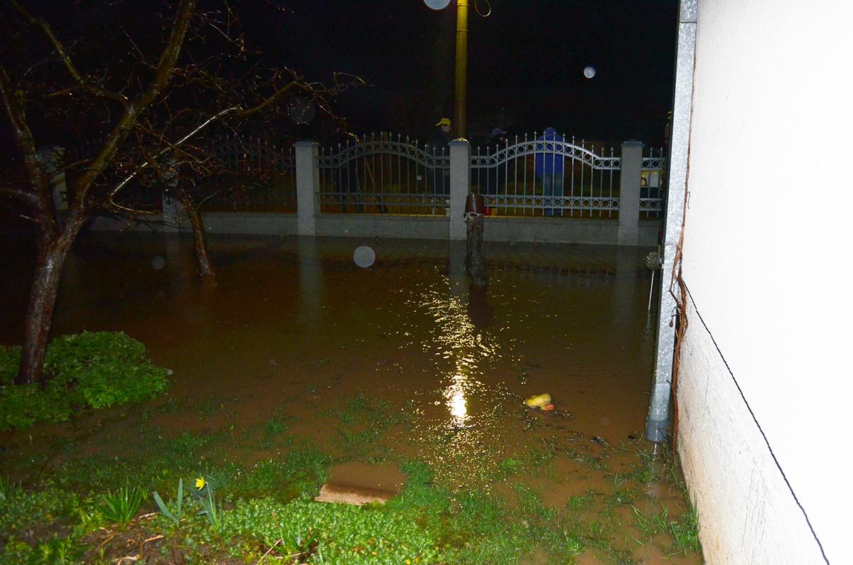 Pravačka reka poplavila deo Magovca
