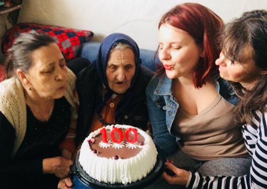 Baka Ruža proslavila 100-ti rođendan sa predstavnicama Kola srpskih sestara Svrljig
