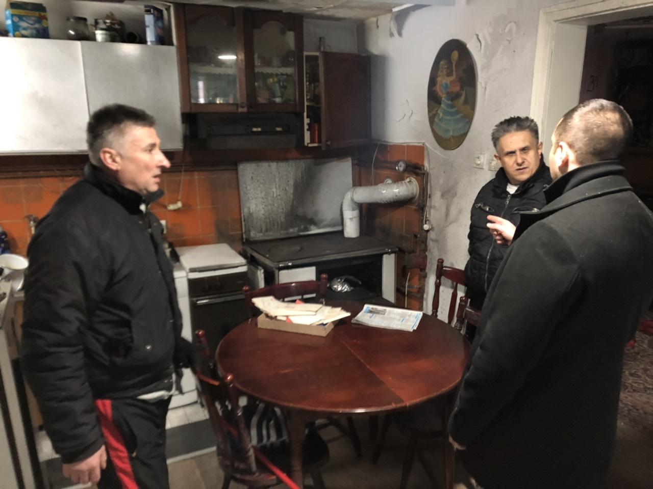 PUKAO KOTAO USRED ZIME: Narodni poslanik pritekao u pomoć Nikolićima