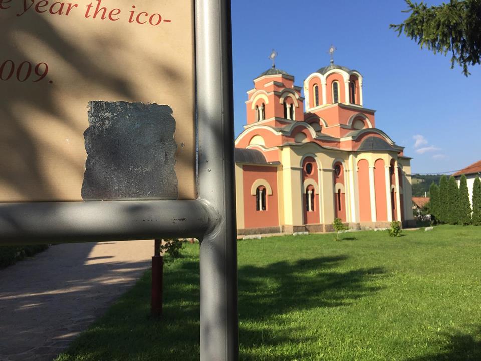 Vandali skinuli QR kod ispred svrljiške Crkve