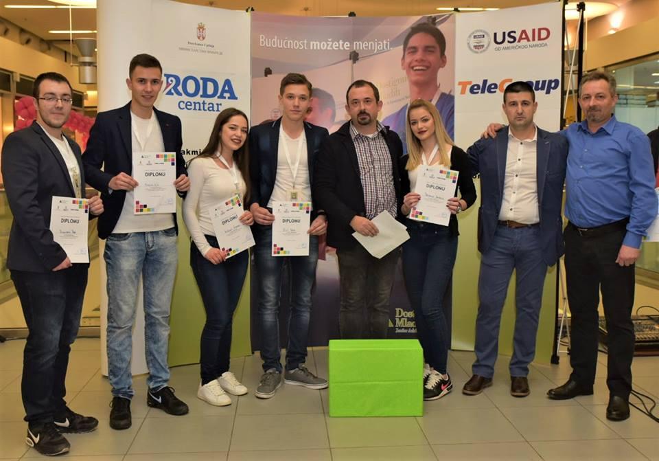 Fotografija preuzeta sa Fejsbuk stranice ''Dostignuća Mladih u Srbiji/Junior Achievement in Serbia''
