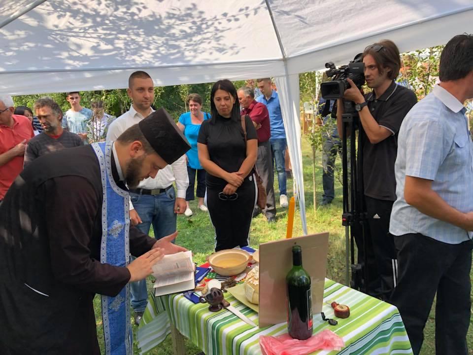 Svrljiški pčelari na imanju Matejića u Plužini obeležli pčelarsku slavu 1