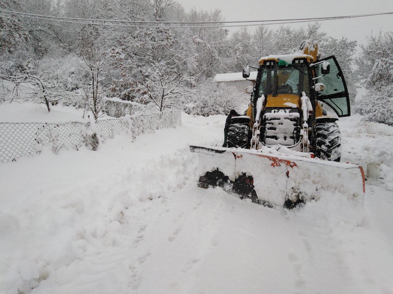 """Zimska služba JKSP ''Svrljig"""" probija putne pravce na teritoriji opštine"""