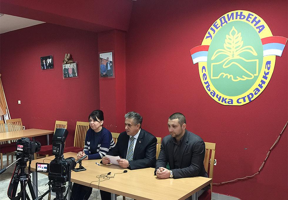 Konferencija za novinare predsednika Ujedinjene seljačke stranke Milije Miletića