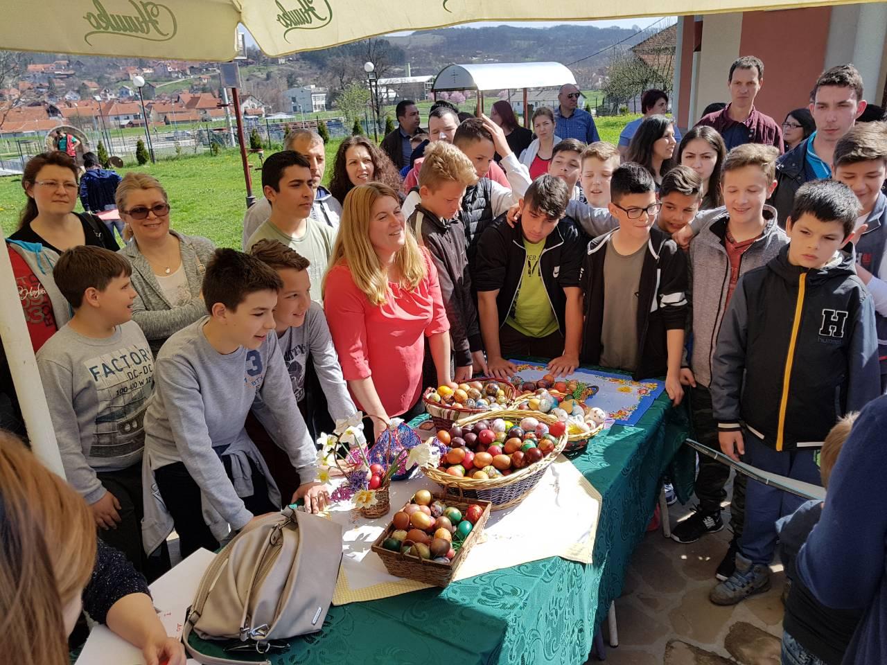 Ujedinjena seljačka stranka tradicionalno održala takmičenje u kucanju uskršnjim jajima