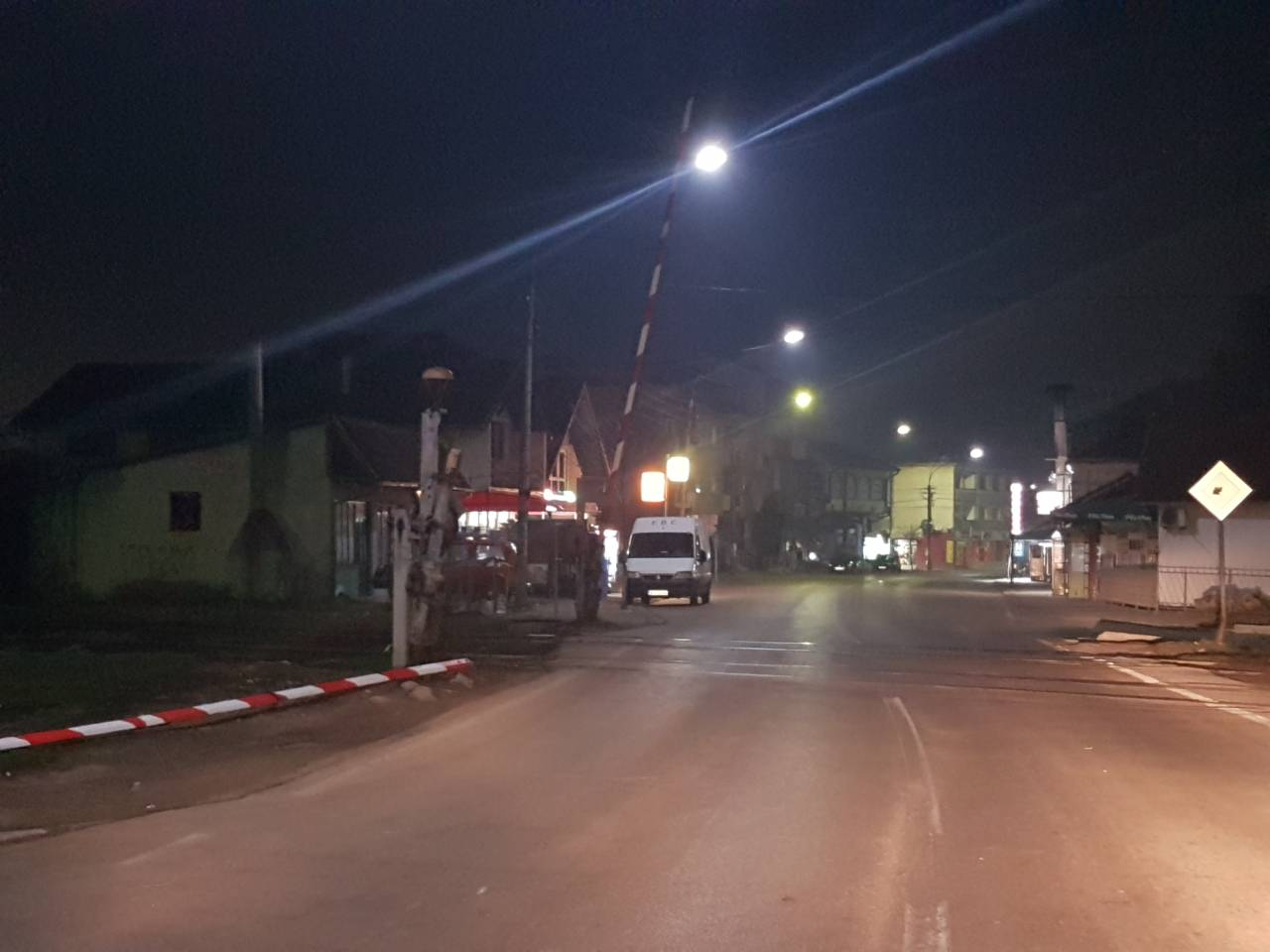 VOZAČI OPREZNO! Polomljena rampa na pružnom prelazu u Svrljigu