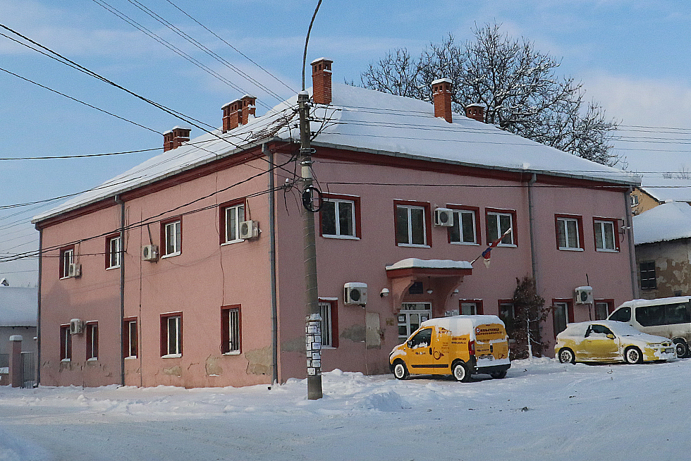 Oronula fasada na opštinskoj zgradi, arhivska fotografija, Svrljiške novine